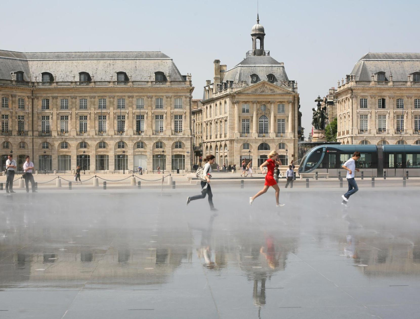 Bordeaux place de la bourse - Positon strategique | Invest in Pau Pyrénées